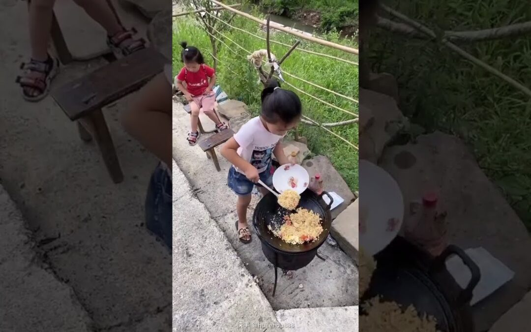 Good Girl Cooking Delicious Food For little Sister | #Short